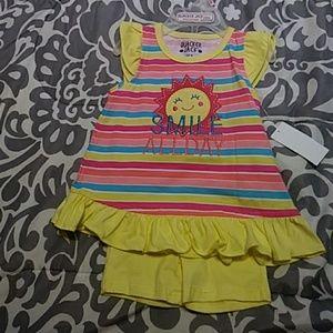 💞Nwt Awesome stripe Short set size 12M